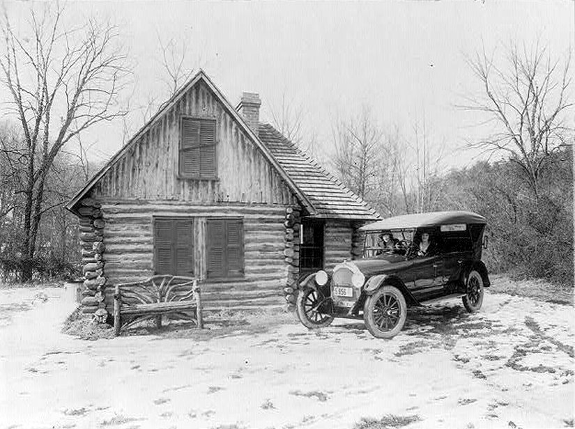 old_log_cabin_winter